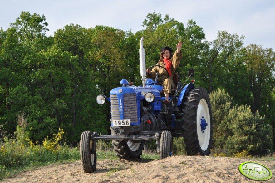 "Zetor 25K - 1958r. ""Kobiety na traktory!"""