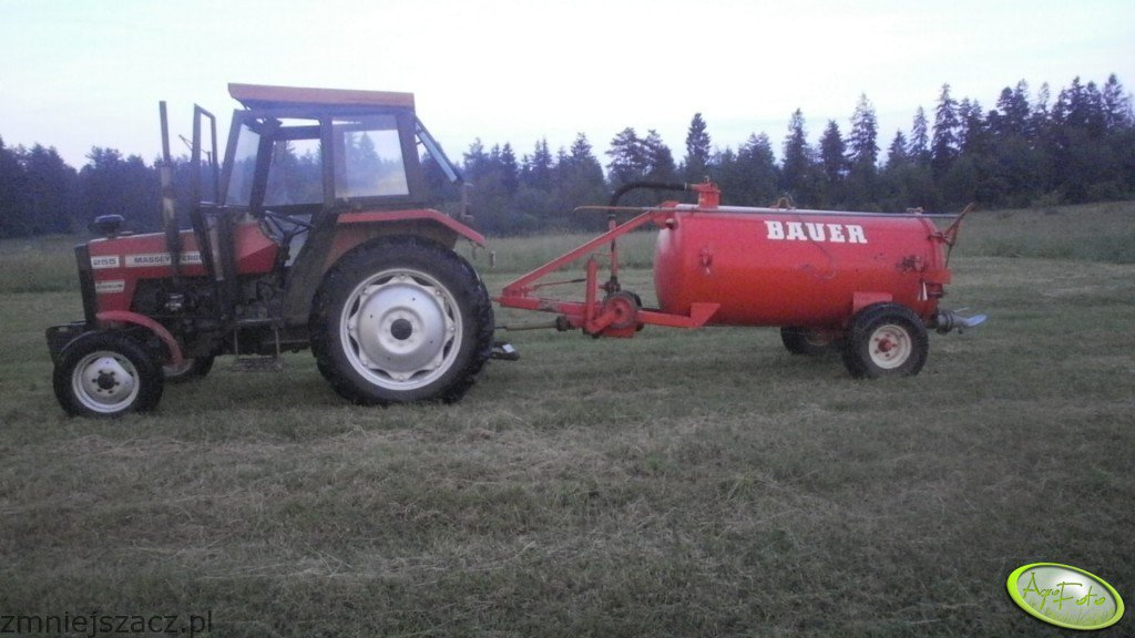 Massey Ferguson 255 i Bauer 1600