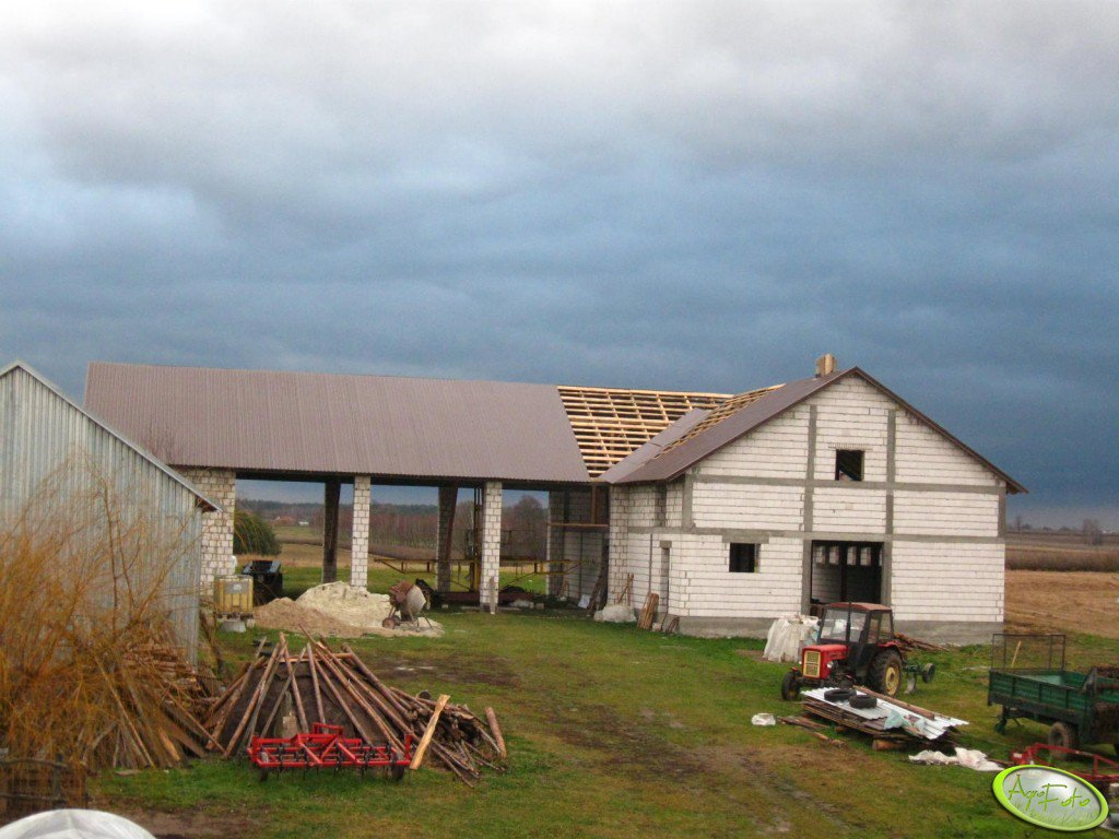 Budowa obory i stodoły