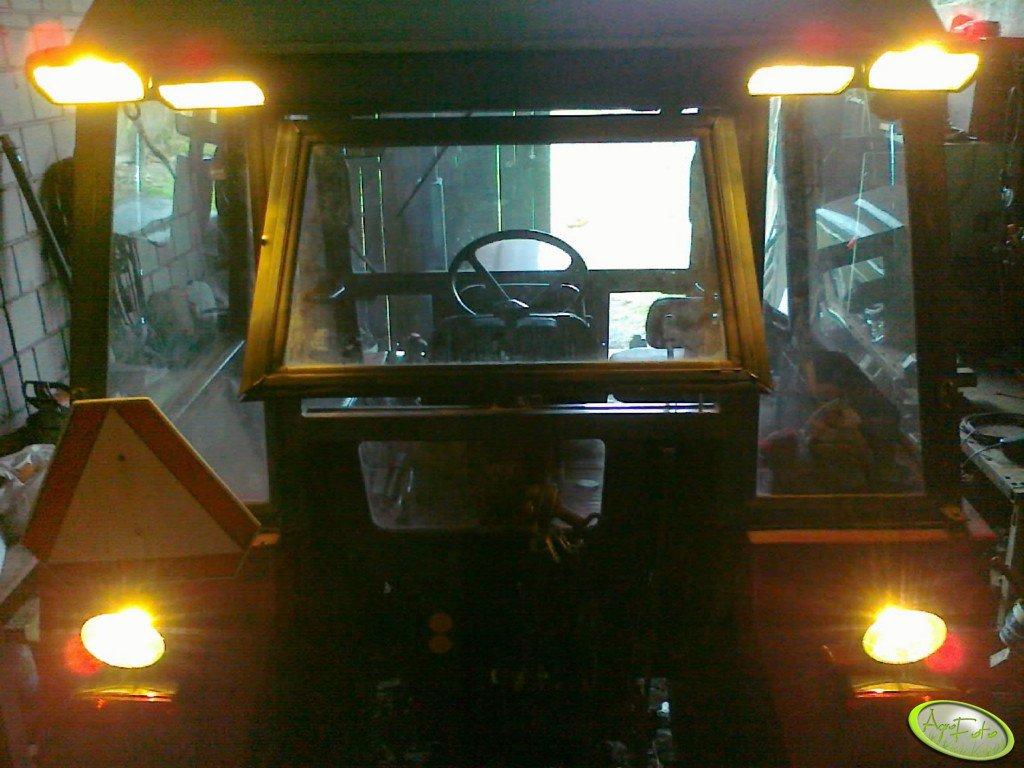 Zetor 7011 - oświetlenie robocze