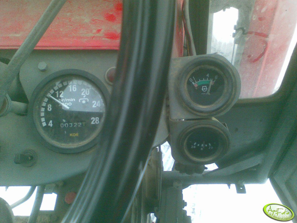 Wskaźniki ładowania i ciśnienia oleju Ursus C-330