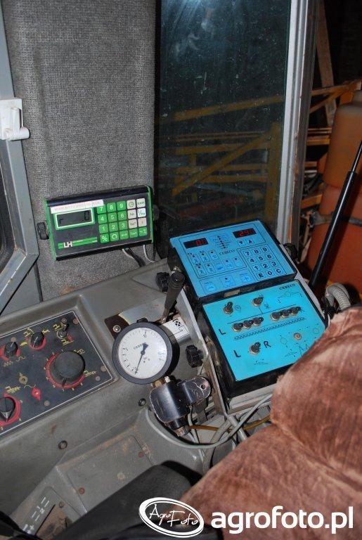 Massey Ferguson 3050 - komputer opryskiwacza