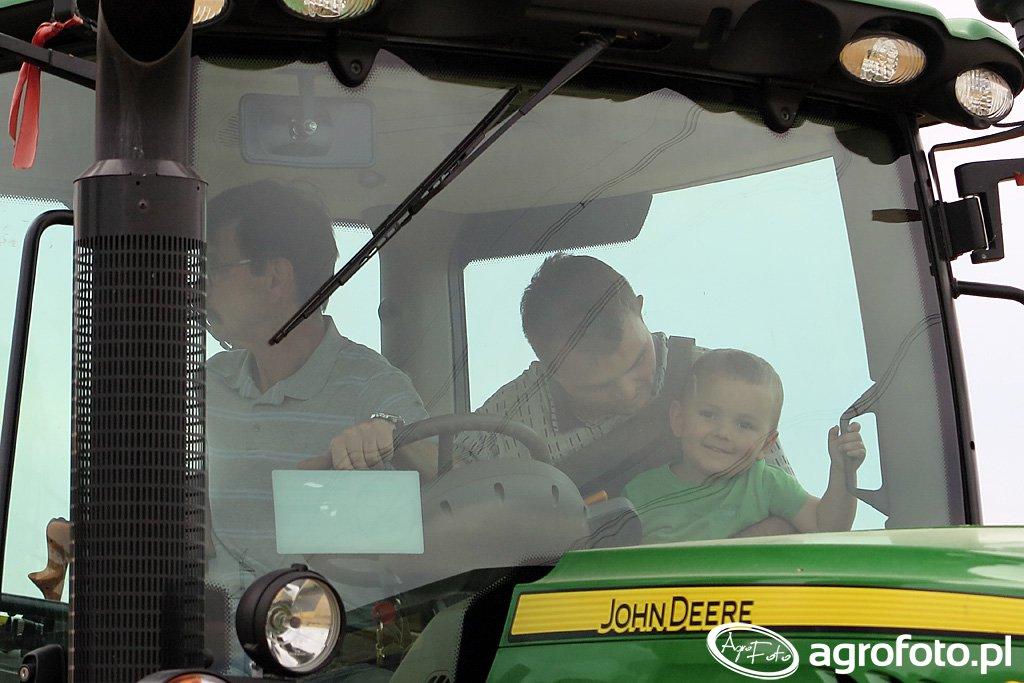 Antoś w traktorze