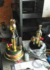 Siłowniki pneumatyczno hydrauliczne do przyczepy