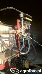 Elektrozawory sterujące sekcjami I zawór główny filtr przepływomierz w 2 rzędach