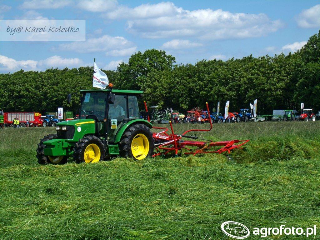 John Deere 5075E + Kverneland TAARUP 8068