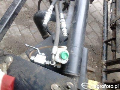 Złącza suchoodcinające i zawór do spuszczania ciśnienia.