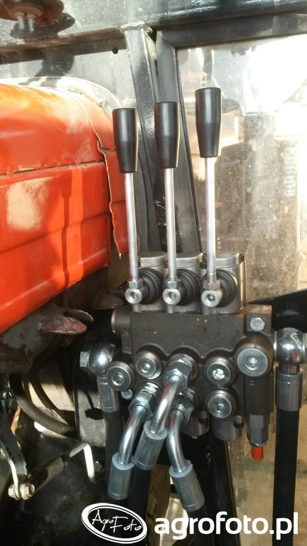 Rozdzielacz hydrauliczny w Ursusie C-330