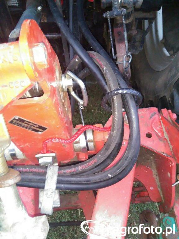 Uchwyt do przewodów hydraulicznych w plugu Kverneland AD85