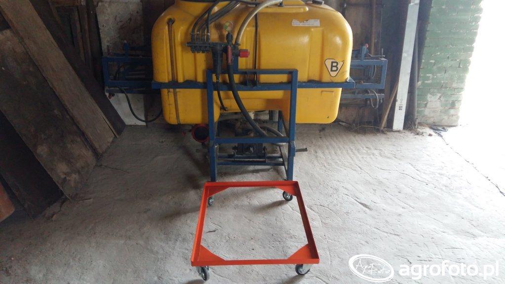 Wózek do opryskiwacza