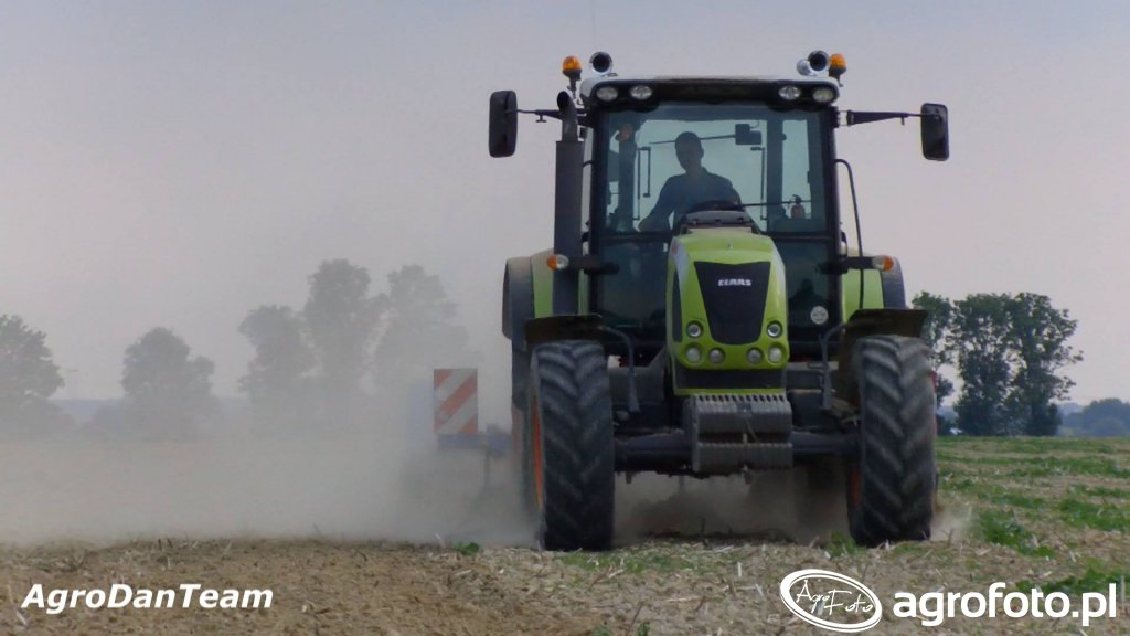 Claas Arion 520 + Farmet Fantom