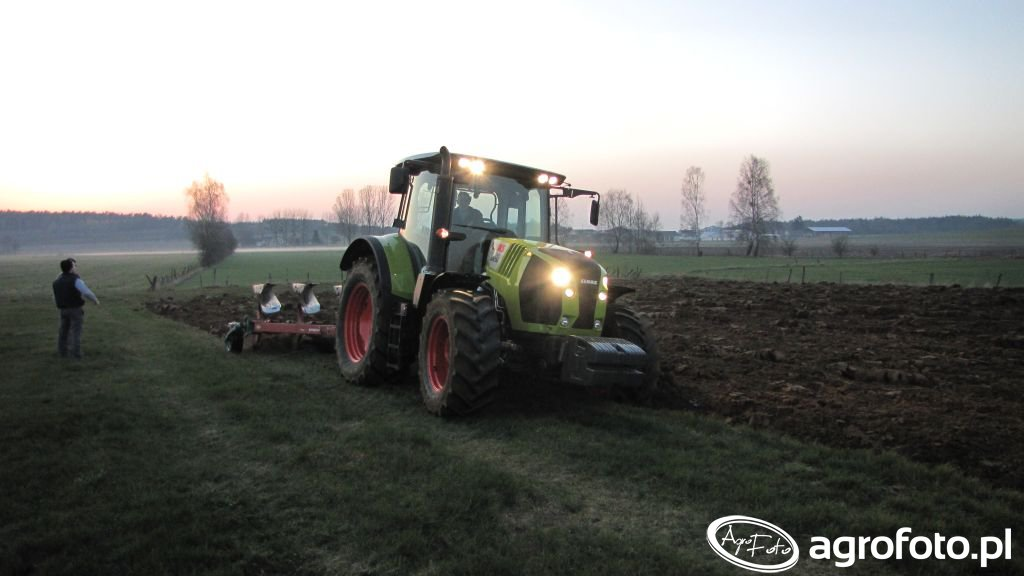 Claas Arion 530