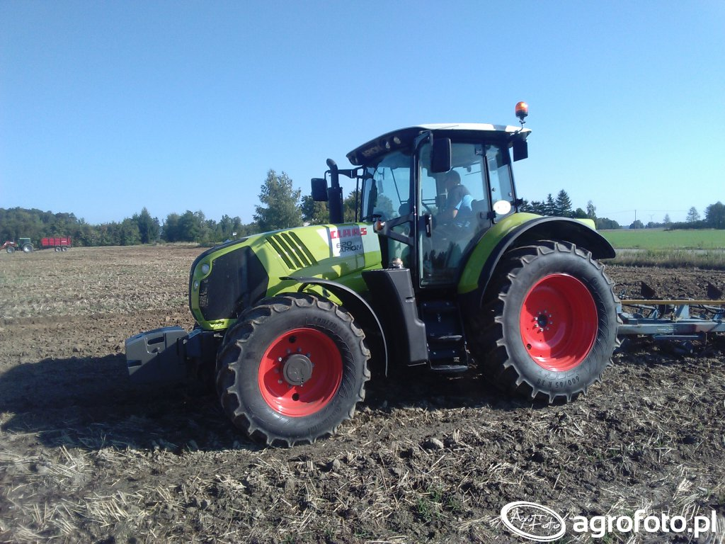 Claas ARION 620 & Overum 4