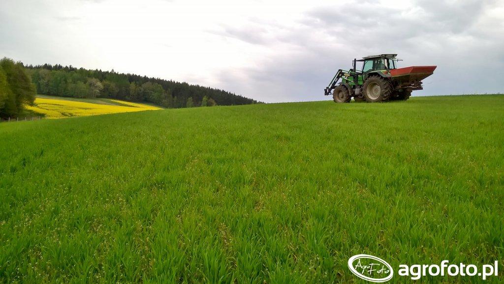 Deutz Fahr Agrostar 6.61 z rozsiewaczem