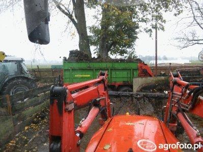 Deutz-Fahr Agrofarm 430 & Rozrzutnik Strautmann & Zetor