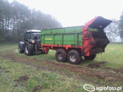 Deutz-Fahr Agrofarm 430 & Rozrzutnik Strautmann