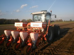 Deutz-Fahr Agrofarm + siewnik do kukurydzy Gaspardo