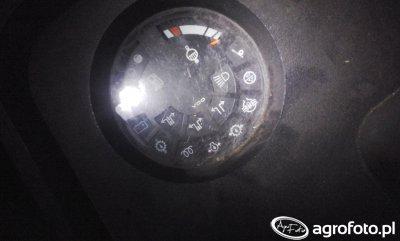 Kontrolki Case 745