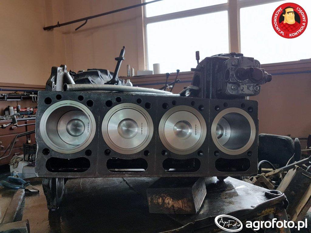 Ursus C-360 remont silnika.