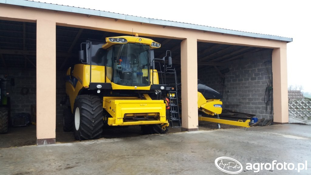 New Holland CX6080 Elevation