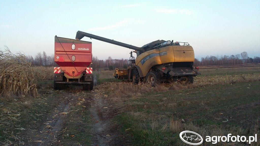 New Holland cx8070, John Deere i przyczepa Metaltech
