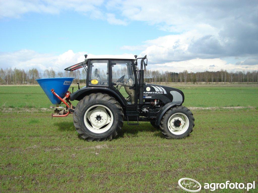 Farmtrac 675 DT + rozsiewacz nawozów