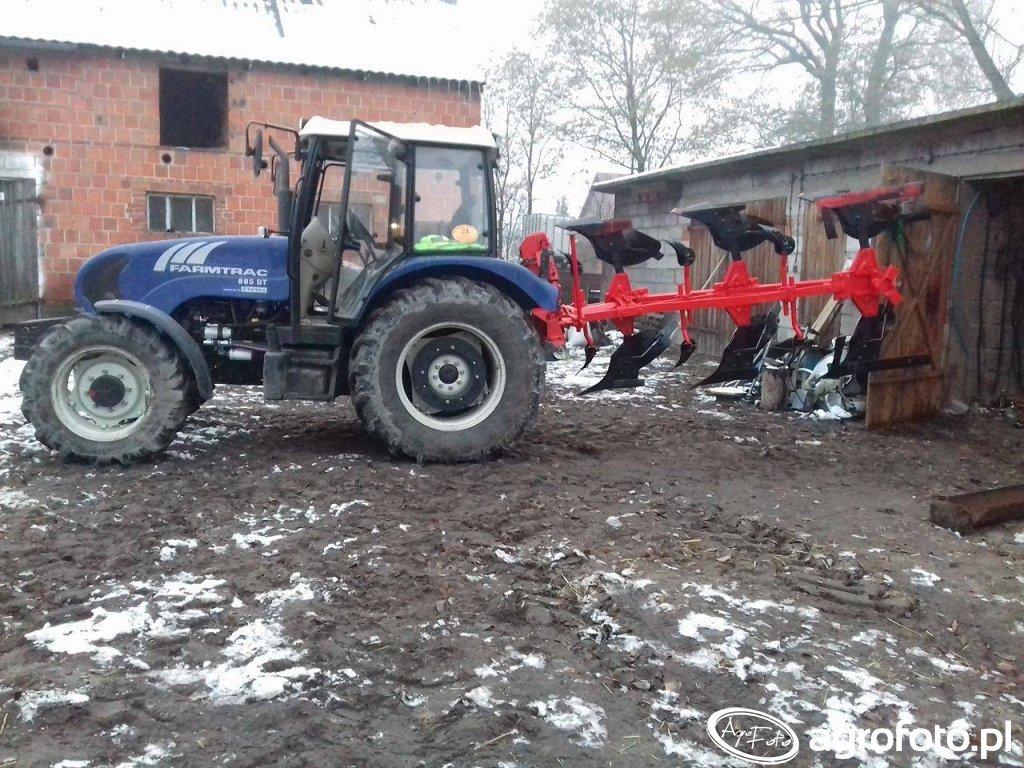 Farmtrac 685dt i pług Krone
