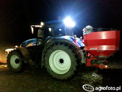 New Holland TVT 195 + Rauch Axis 30.1 Nocne manewry