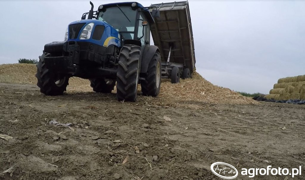 New Holland T4030 deluxe i Autosan D-55