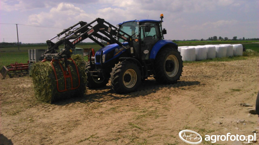 New Holland T5 105 + tur Agromasz