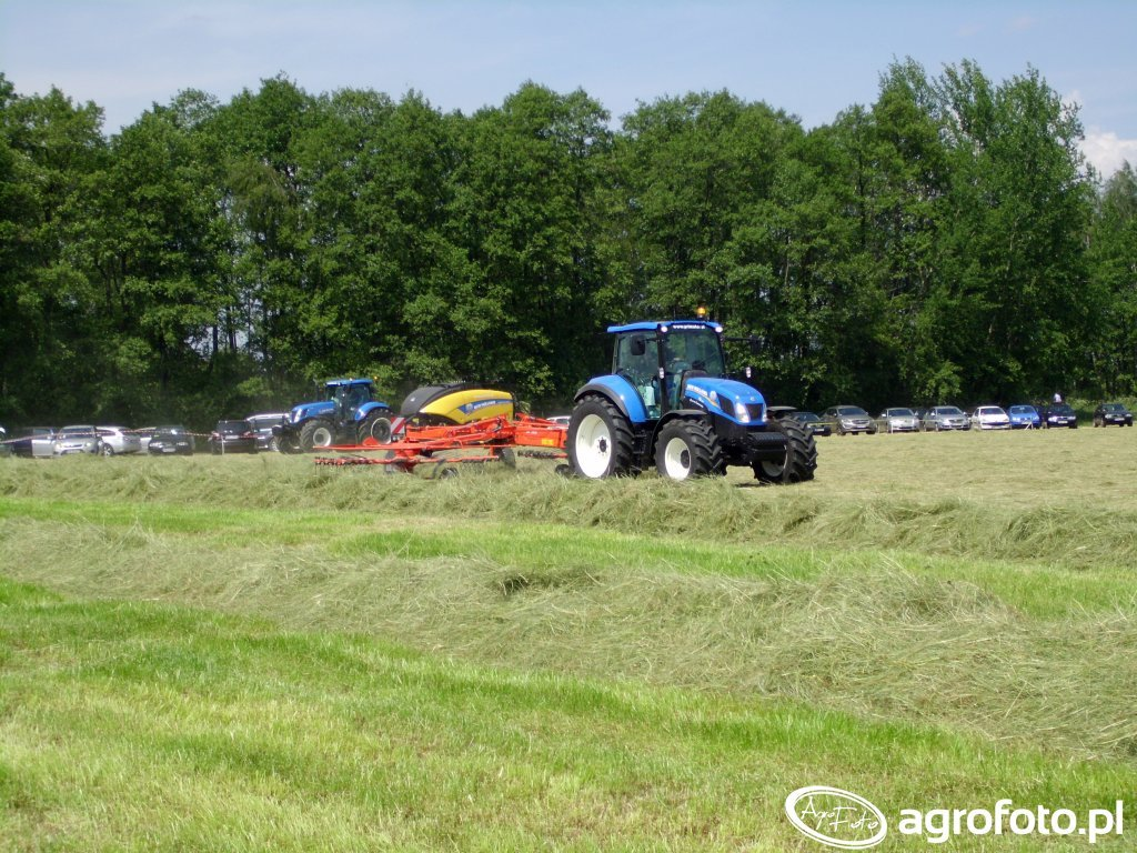 New Holland T5.105 + Kuhn GA7501