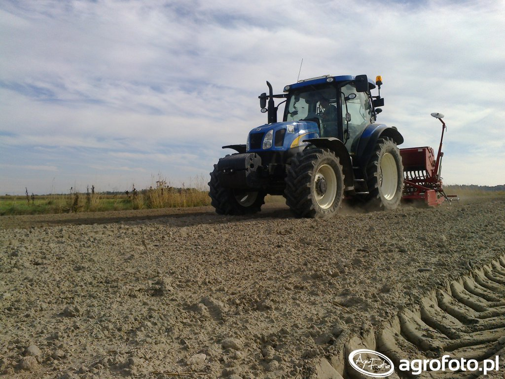 New Holland T6050& Kongskilde