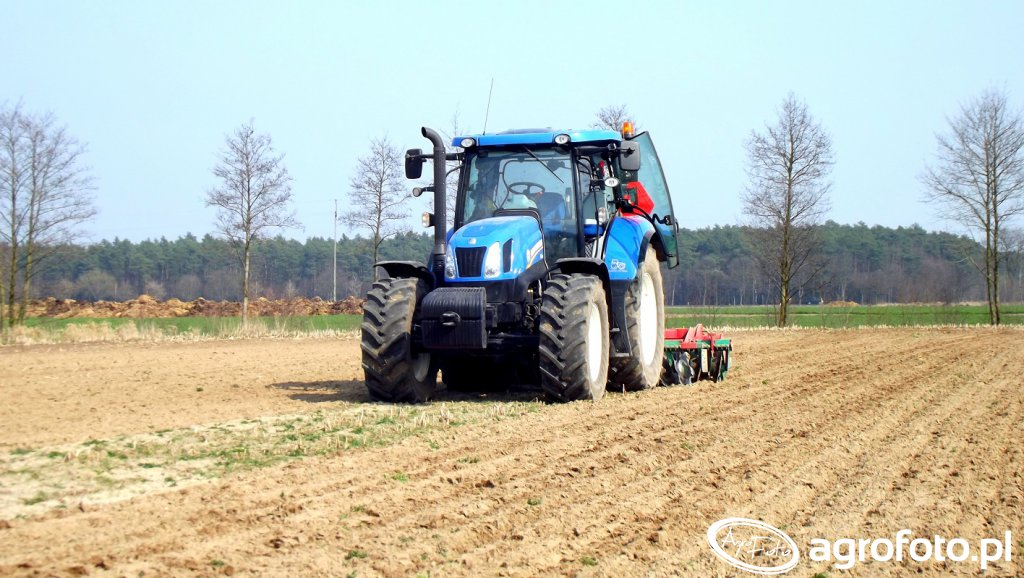 New Holland T6.165 & AgroMasz
