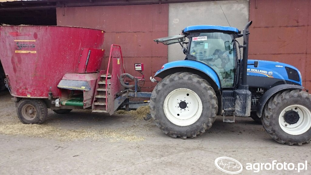 New Holland t7 200 & Sano TMR profi 13m3