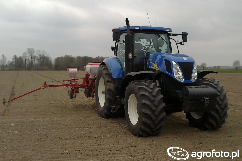 New Holland T7030 i Optima HD