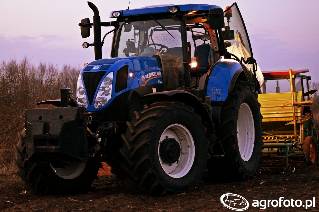 New Holland T7.210 & Amazone D8 30