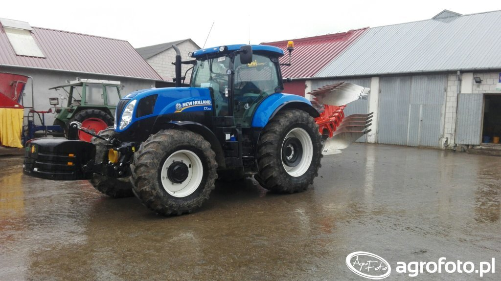 New Holland T7.210 & Kuhn Varimaster 153E