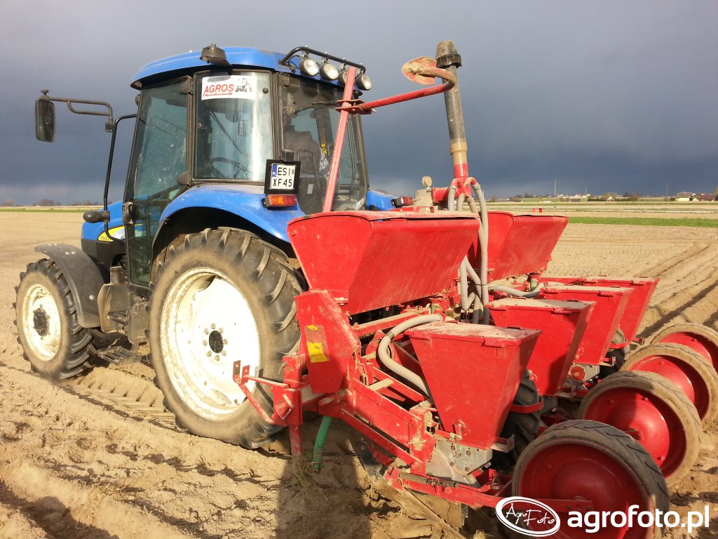 New Holland TD5020 + siewnik do kukurydzy