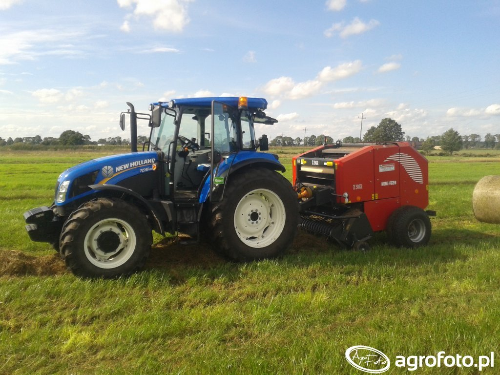 New Holland TD5.85 & Metal Fach z562