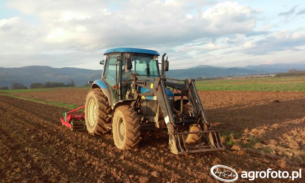 New Holland TD80D & Unia Ares
