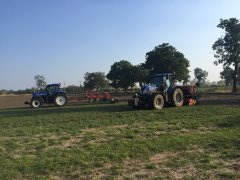 New Holland T7.210 & New Holland 7030
