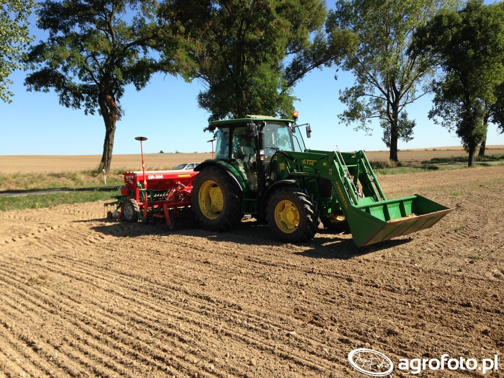 John Deere 5085M + Agro-Masz
