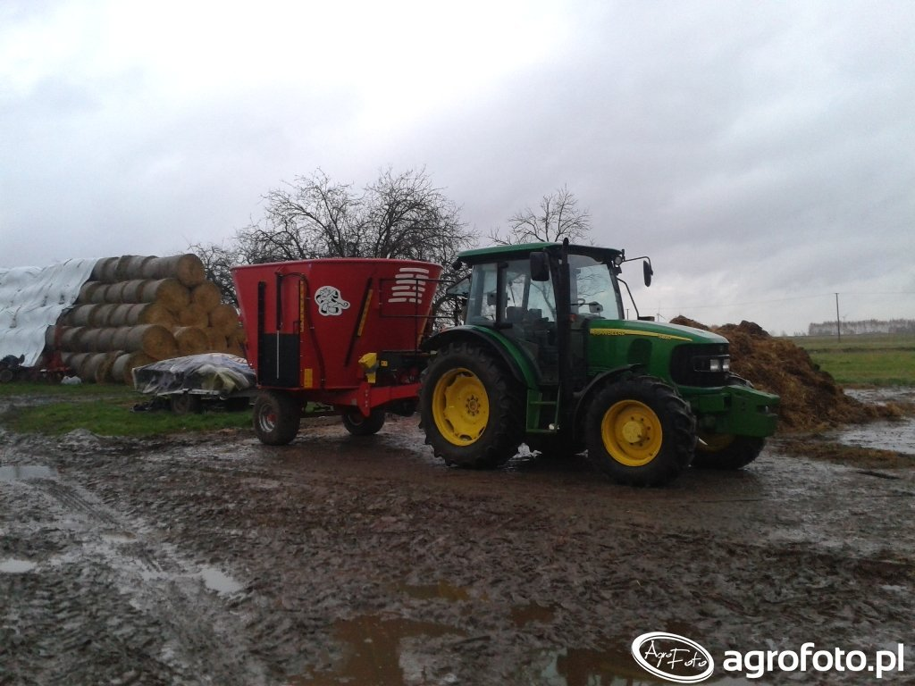 John Deere 5820 & Metal tech WP 10