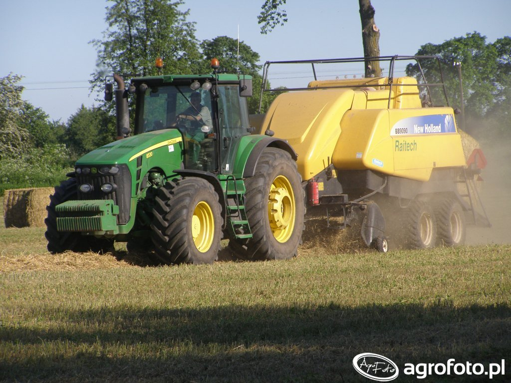 John Deere 8530 & Prasa New Holland BB 9090