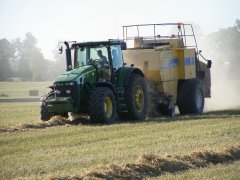 John Deere 8330 & Prasa New Holland BB980