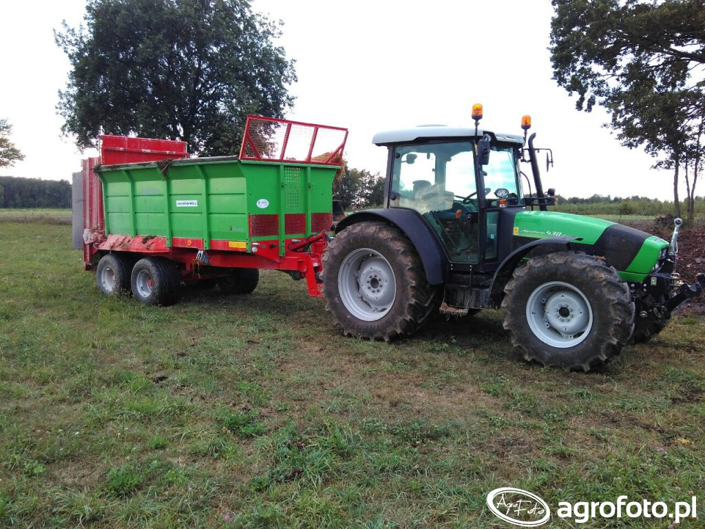 Deutz-Fahr Agrofarm 430 G i rozrzutnik Tytan