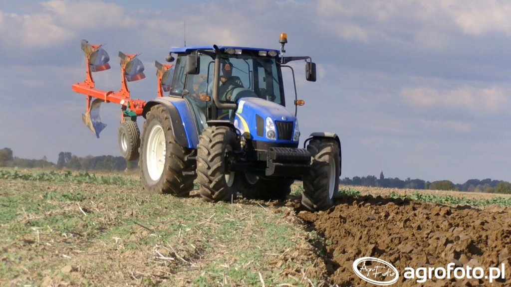 New Holland T5060 & Agro-Masz PO4