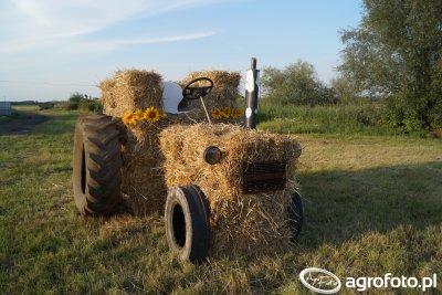 Słomiany traktor 2016