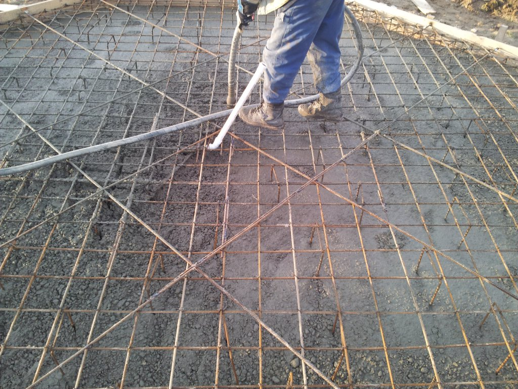 Lanie betonu na posadzke