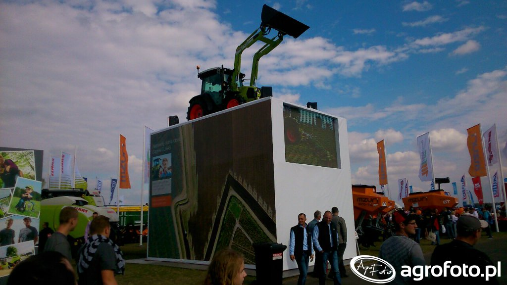 Ciągniki ustawiają wszędzie na AGROSHOW